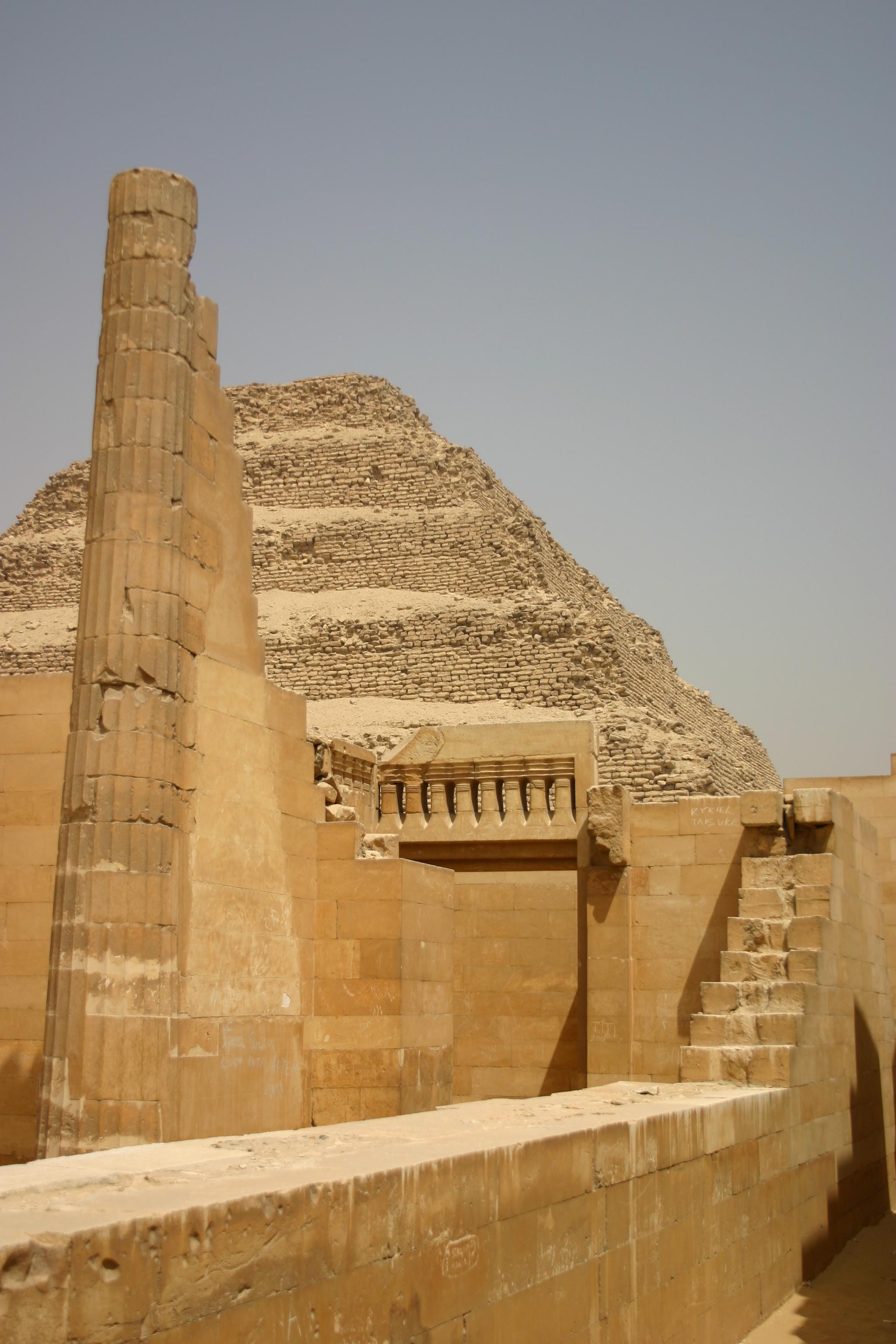 Dahschur, Memphis und Stufenpyramide von Sakkara ab Sharm el Sheikh